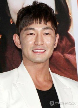 Хо Джун Сок / Heo Joon Suk